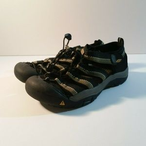Keen Youth Size 4 Hiking Waterproof Sandals Black